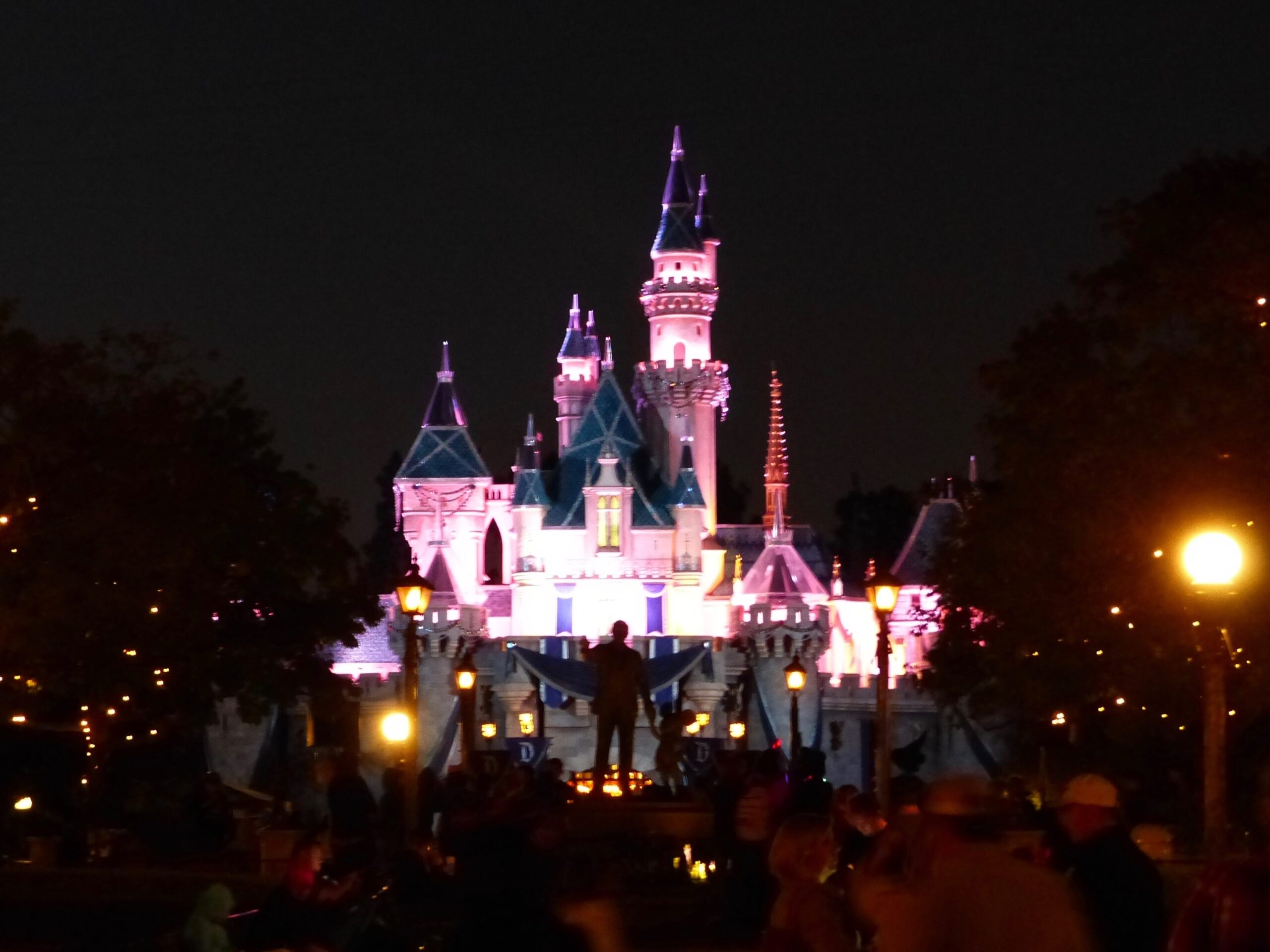 Disneyland-Schloss bei Nacht in Los Angeles Anaheim USA
