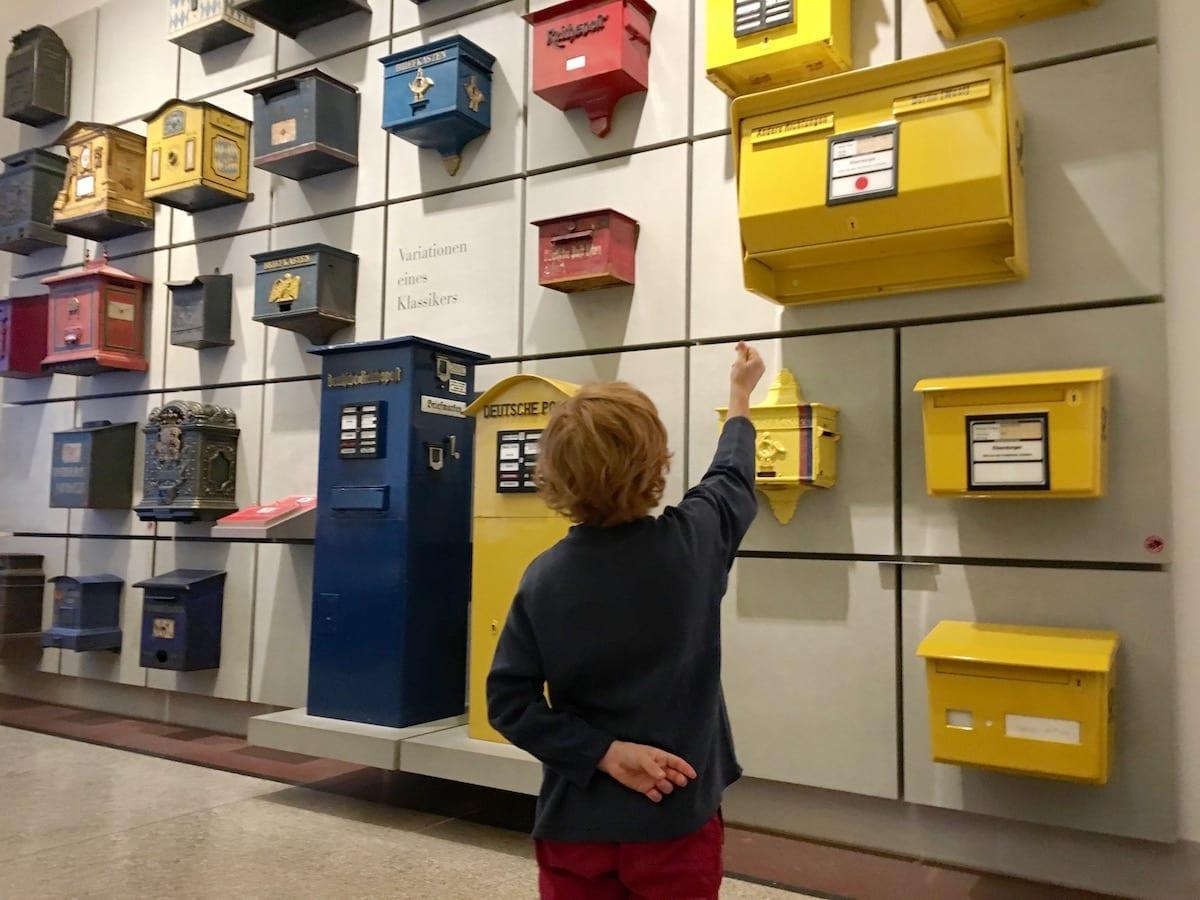 Kommunikationsmuseum Berlin mit Kind: Briefkastensammlung