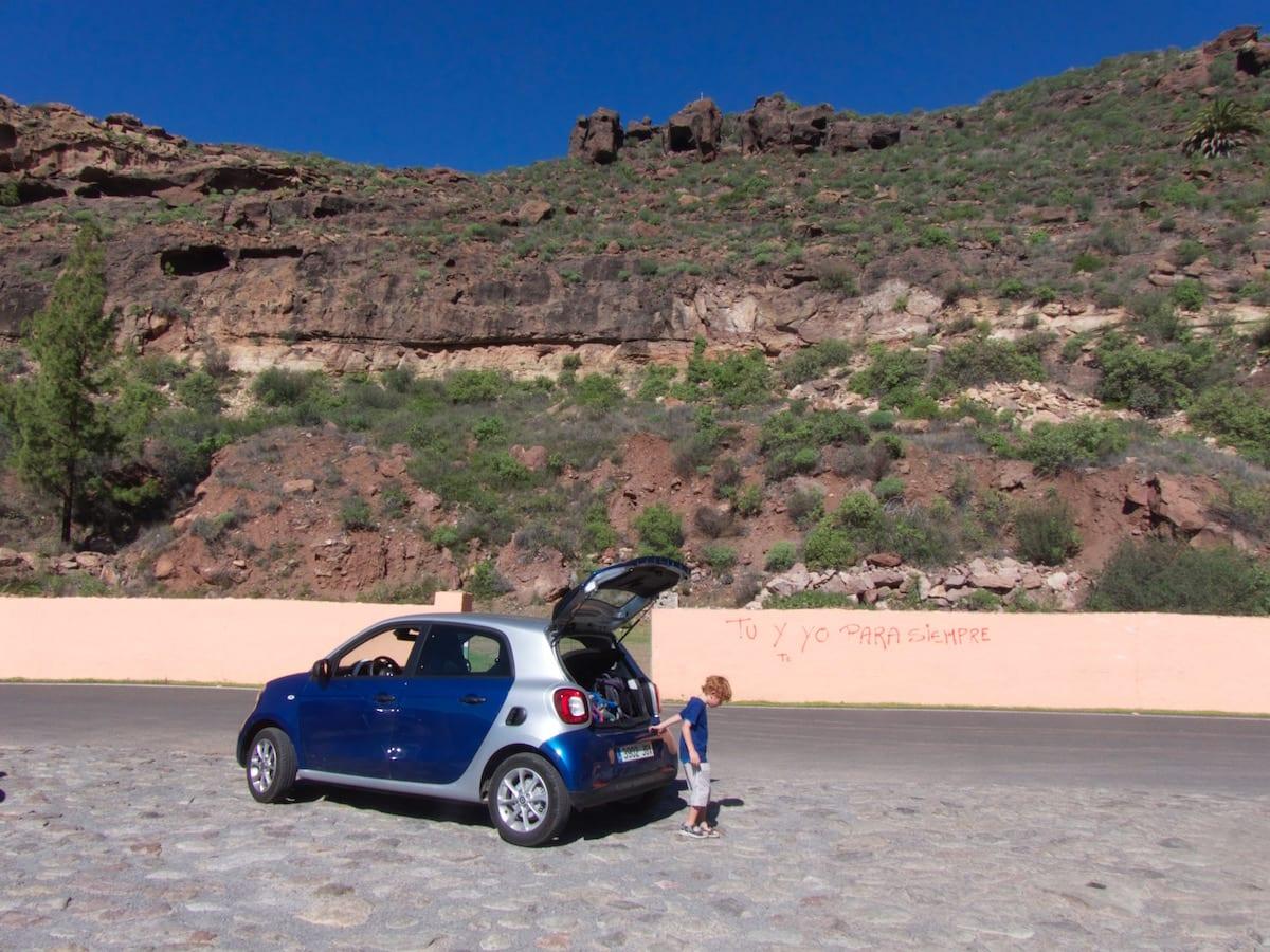 Autofahren auf den Kanaren - Aussichtsstopp im Gebirge von Gran Canaria