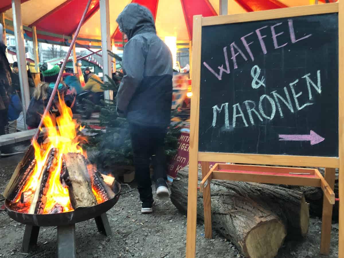 Heissa Holzmarkt Wintermarkt Weihnachtsmackt in Berlin