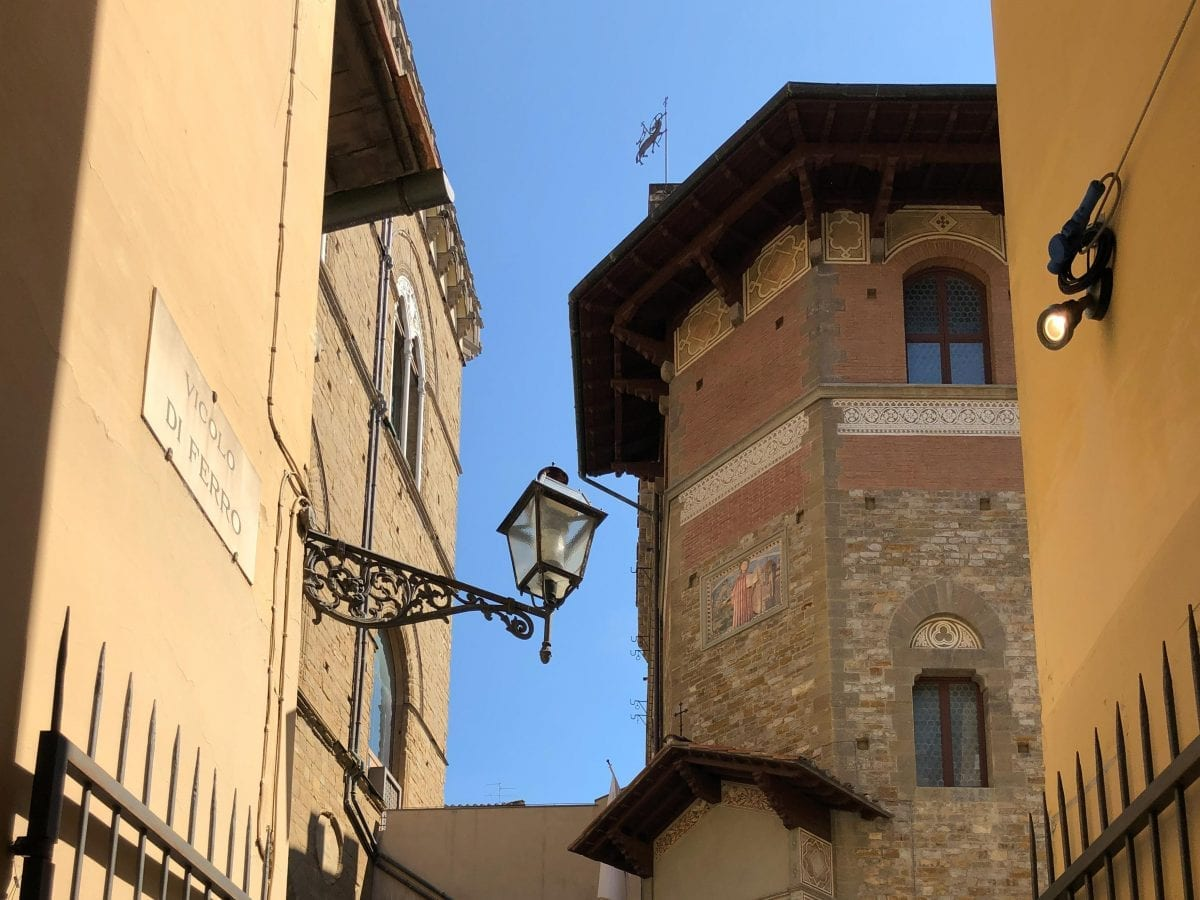 Gasse in Florenz - Campervan Roadtrip Schweiz Korsika Italien
