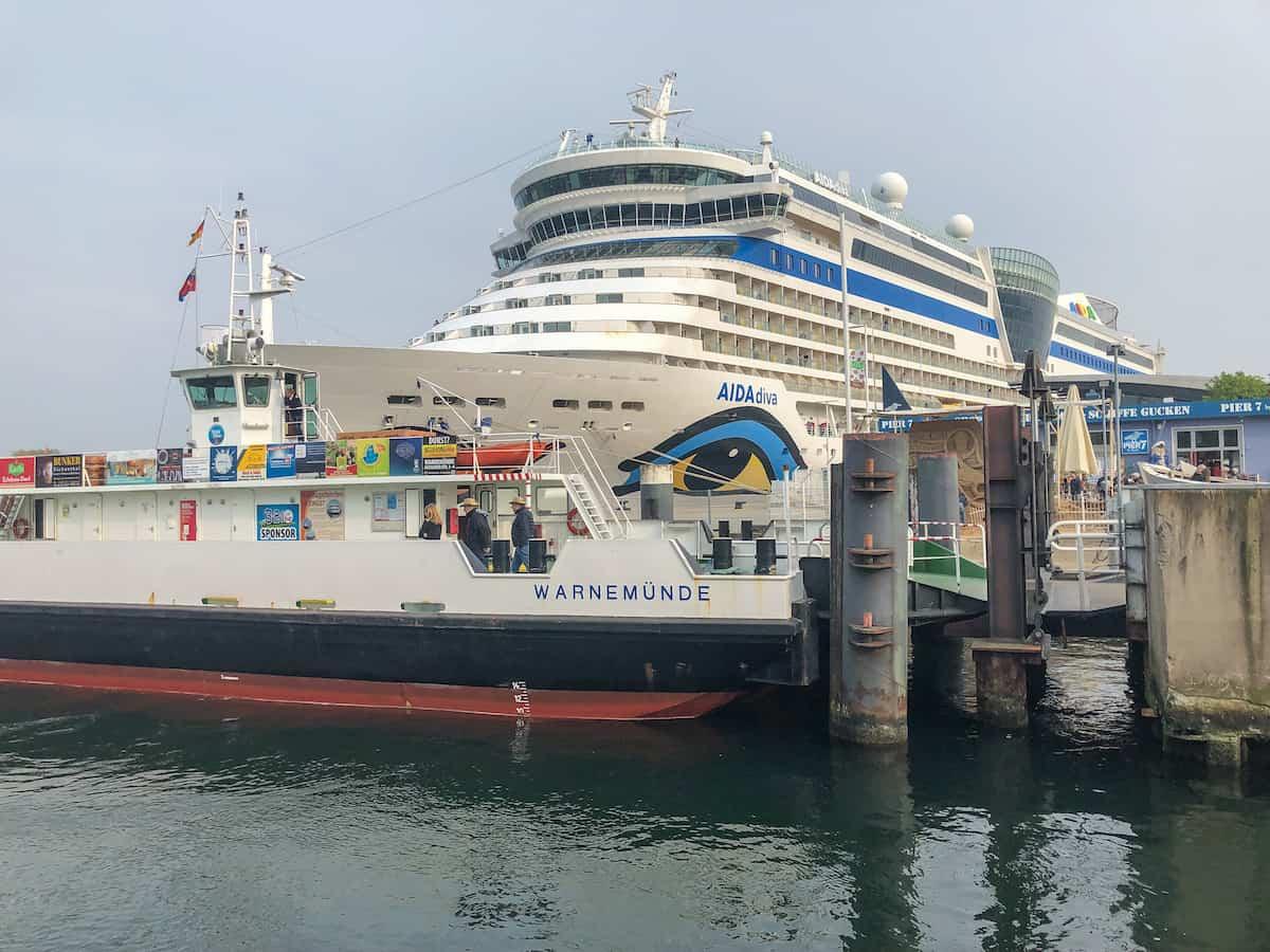 Warnemünde mit Kind - Kreuzfahrtschiffe gucken