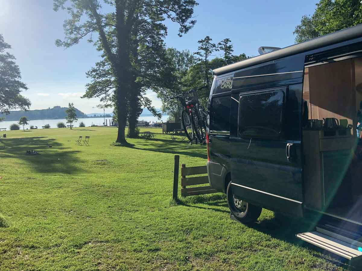Wohnmobil am See