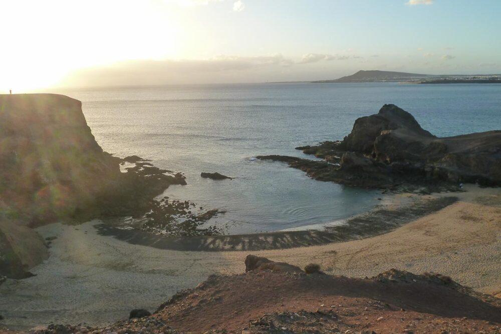 Traumstrand Papagayo auf der Kanarische Inseln Lanazrote im Sonnenuntergang